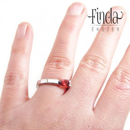 Tulipán gyűrű kézen
