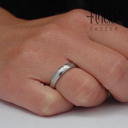 Paleo nemesacél karikagyűrű kézen