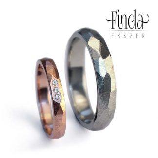 Fehér és rozé arany karikagyűrűpár fehér gyémántokkal, rusztikus arany karikagyűrű