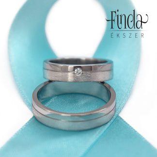 Elegáns gyémánt nemesacél karikagyűrűpár szálcsiszolt felülette