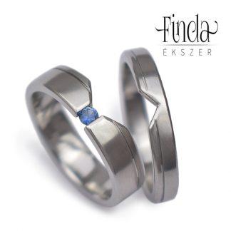 Delta nemesacél jegygyűrű kék zafírral